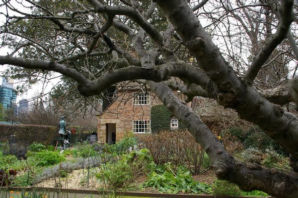http://amateurtraveler.com/wp-content/uploads/2017/06/australia005.jpgStill in Fitzroy's Gardens