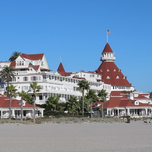 Lively Dining on Coronado Island