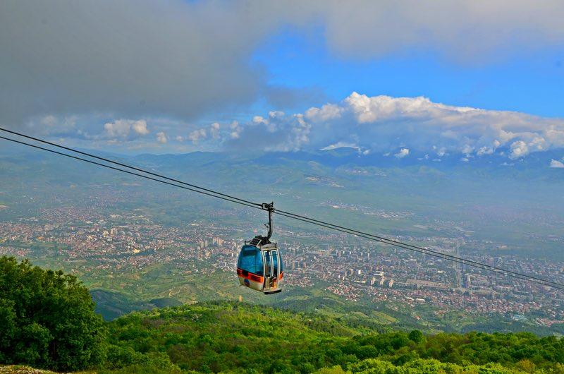 Поднимитесь по канатной дороге на вершину Водно - Скопье, Македония.